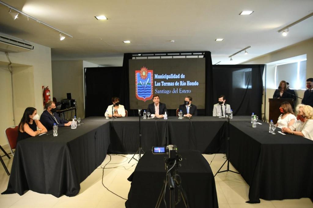 Se concretó la firma para la creación de una Sede Permanente de la UNSE en Termas de Río Hondo