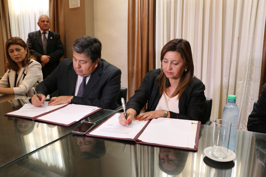 Firma de convenio marco UNSE- Municipalidad de la Capital