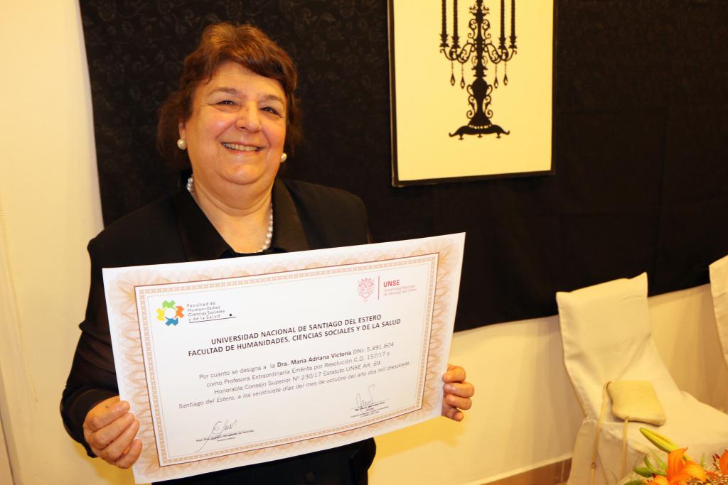 Profesora Extraordinaria Emérita Dra. María Adriana Victoria