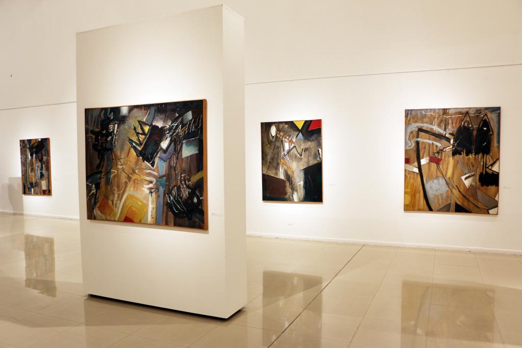 Curaduría y montaje de exposiciones