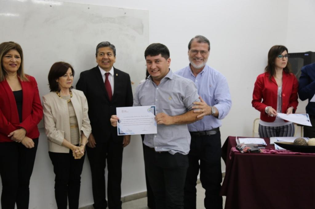 Acto de entrega de certificados de Cursos para Nodocentes