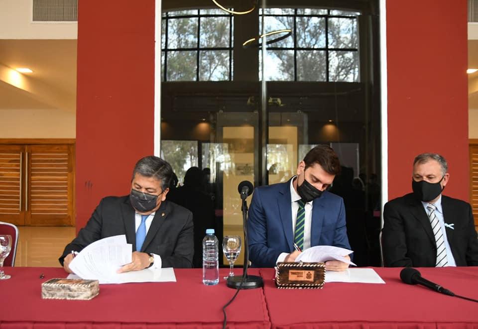 Firma de convenio permitirá la implementación de programa de alfabetización