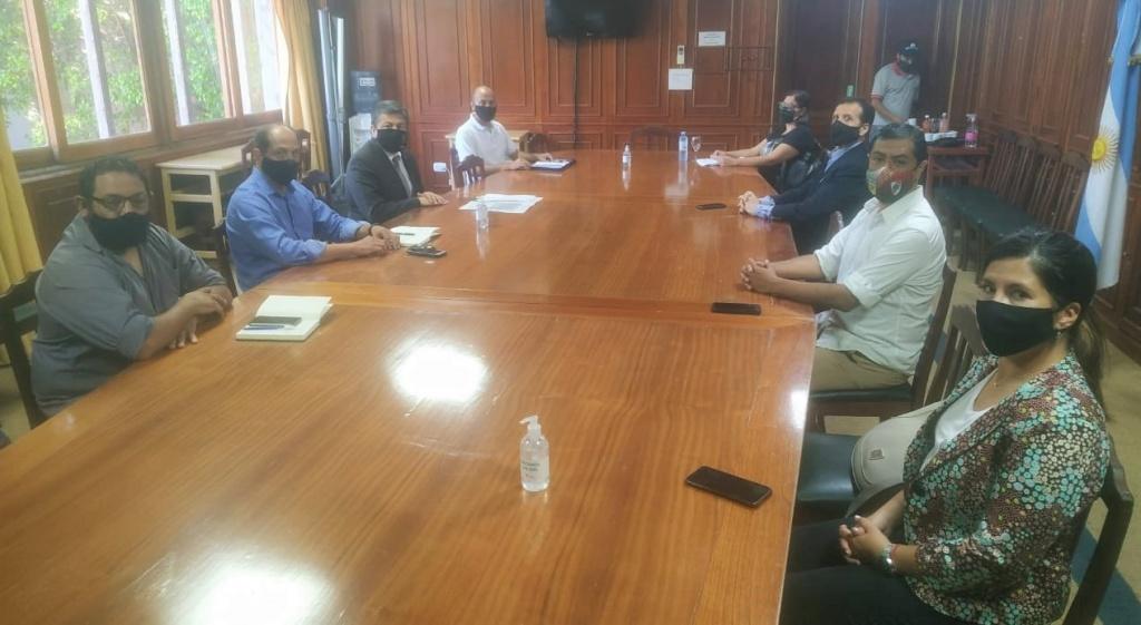 Mesa de trabajo con representantes de la agricultura familiar