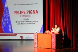 Visita de Felipe Pigna_39